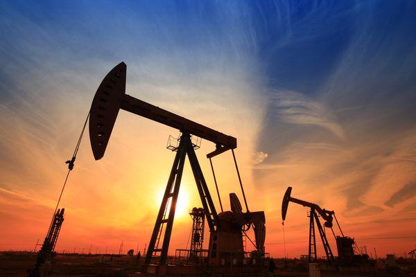 Курс нефти удержался от падения но все еще ниже 60$