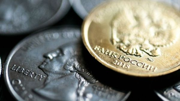 Курс рубля укрепился к иностранным валютам